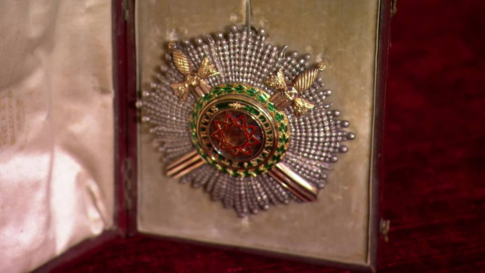 Badge of the now defunct Royal Guelphic order dating 1820 later converted to Masonic Order. £600 |