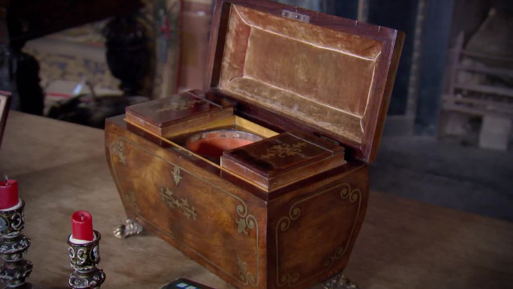 Regency period rosewood & brass inlaid tea caddy, circa 1825. £1600 | David Foord-Brown | www.davidfoord-brown.com