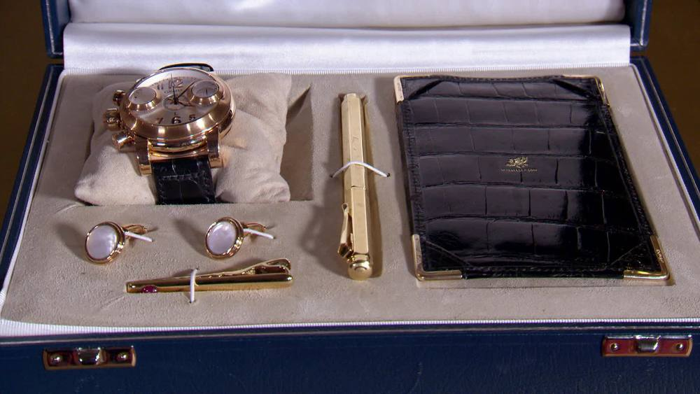 5 piece gents set by William & Son. £12,000 | Sutton and Roberts | www.suttonsandrobertsons.com