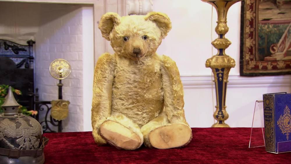 Farnell teddy bear. £1800 |Sue Pearson Bears and Bygones |www.suepearson.co.uk