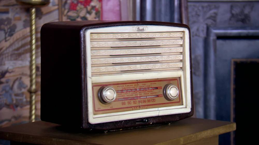 Vintage radio £60 | Private Collection
