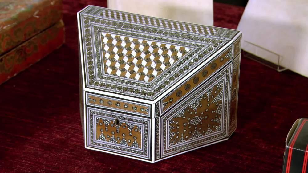 Bombay Sadeli Stationery Box 1870. £1600 |Hamptons Antiques |www.hamptonantiques.co.uk