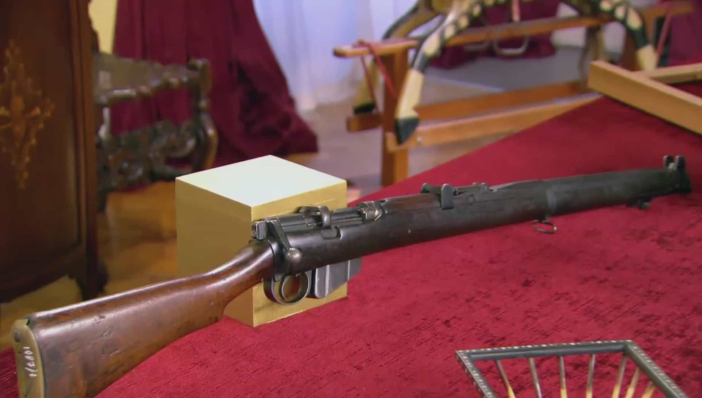 Lee Enfield Rifle Lee Enfield rifle. Iconic WWI weapon - a soldier's personal weapon, there are a lot of them around so they don't collect very much. C. 1915. Price: £800 Visit Westminster Dragoons website