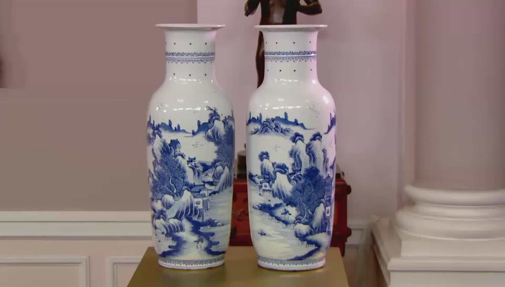 2 x Blue and White Chinese Showing Mountain Landscape Price: £5,000 Visit Kevin Page website