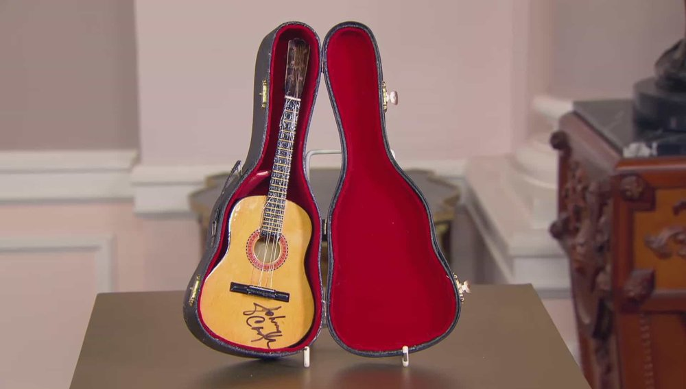 Johnny Cash Signed Guitar Price:£400 PRIVATE COLLECTOR