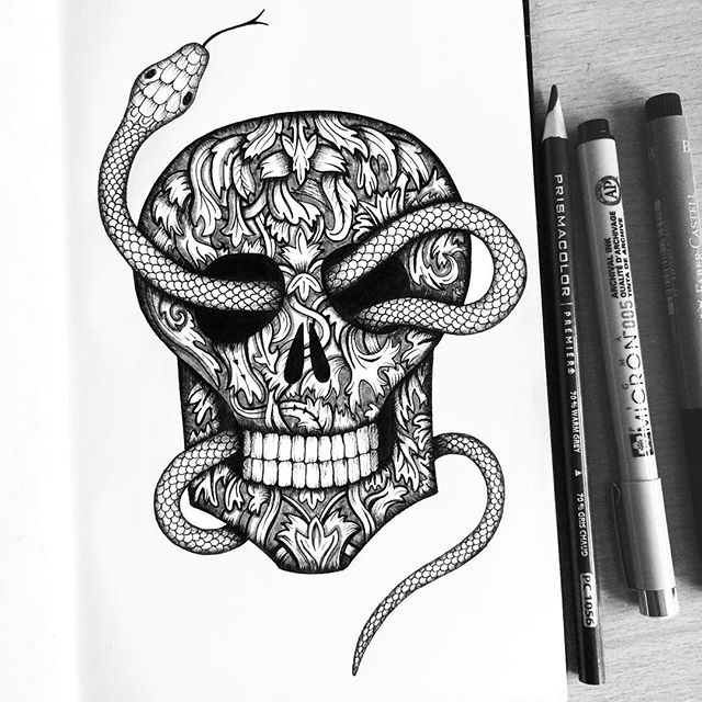 Day 31 of Inktober: Happy Halloween 🎃 I was so close to doing the Nun from the Conjuring when I realised that the past 3 times I have done Inktober I have always done a skull... so it was only right I did a skull this year too 💀 It was interesting to see the progress too, swipe across to see the one I did from 2014☠️ Thank you to everyone for all the support, comments, likes, responses to questions, views, everything! I am so pleased I participated this year and grateful to have found some incredible artists along the way. I am off to go trick or treating with my niece and nephew now 🍬🍫🍿🍩🍭 #inktober #inktober2018 #wedidit #halloween #skull #snake #phew #trickortreat