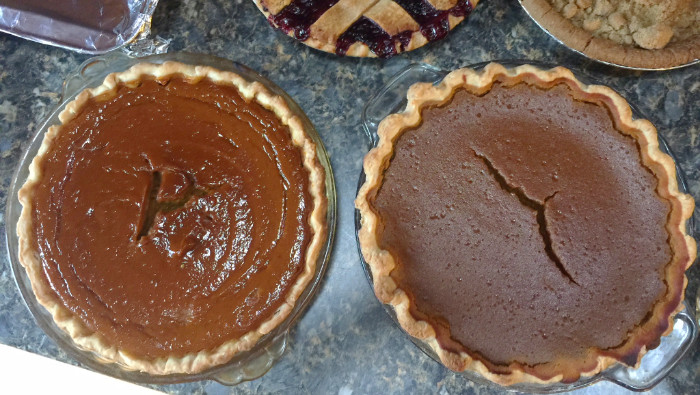 Pie taste off. The pie to the left in made with Winter Luxury Pumpkin. On the right we have the Butter Cup Squash.