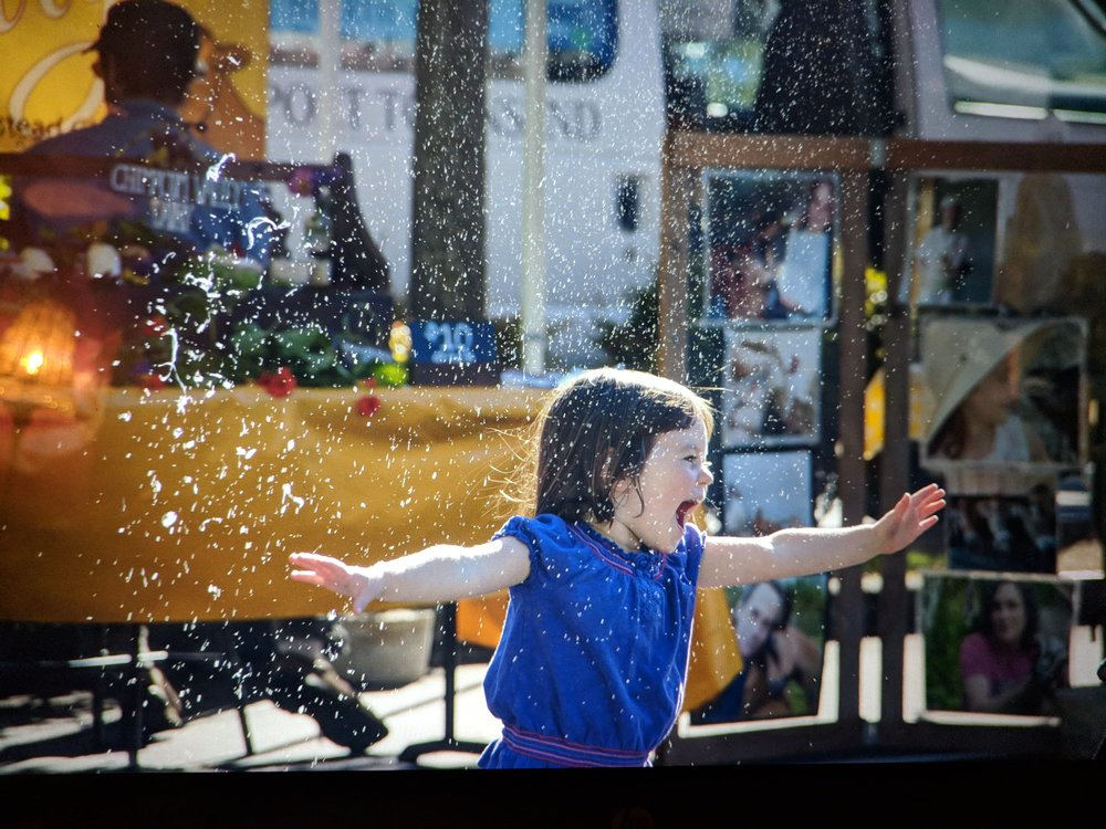 Bubbles and Inez at the closing day of the Port Townsend Wednesday Farmers Market. Photo by  A Fare Story , Naomi Specht.