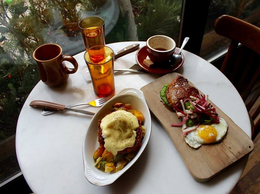 Cafe Parvis-2.jpg