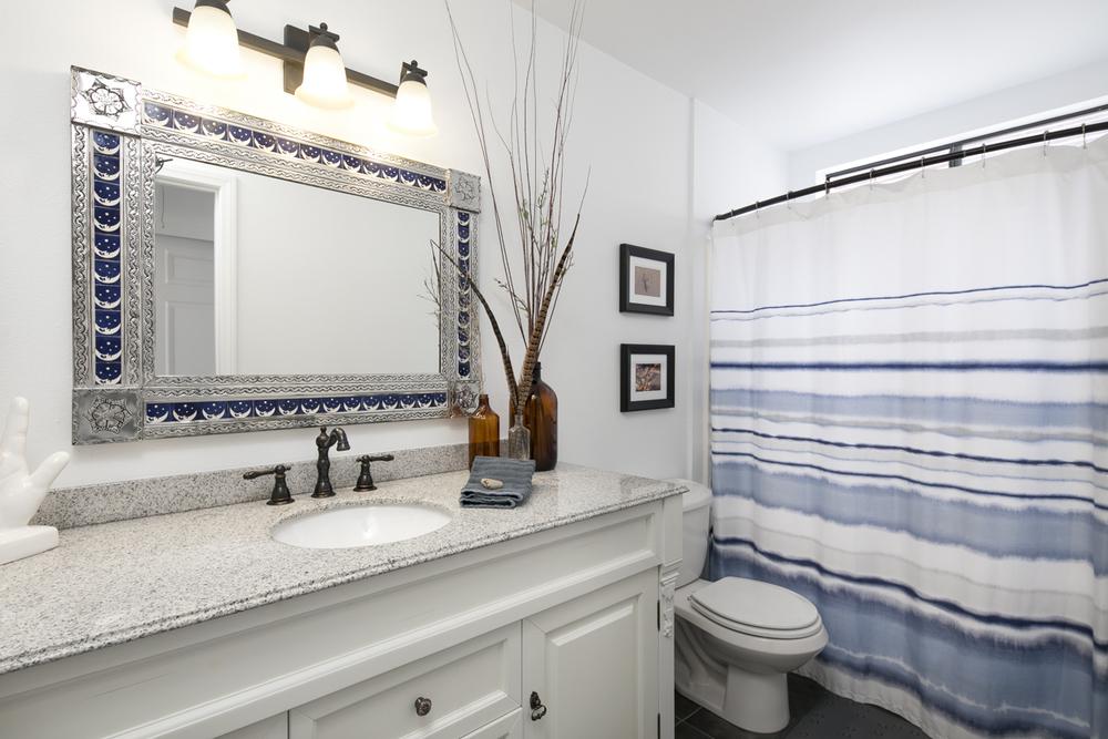 4854 Sawyer - 2nd Bathroom.jpg