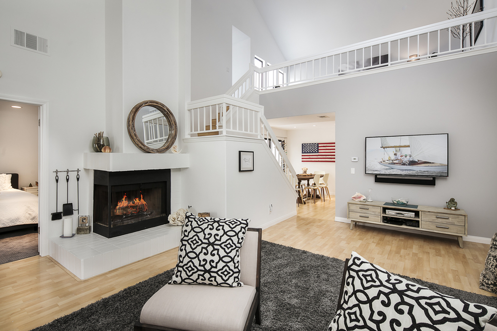 4854 Sawyer - Living Room 2.jpg