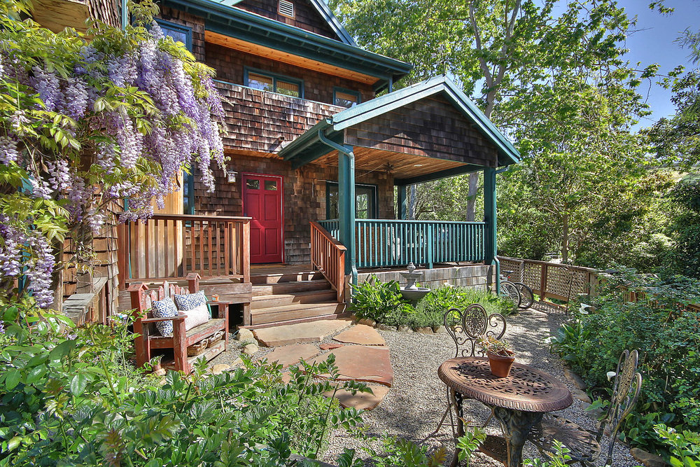 2574 Lillie Avenue, Summerland