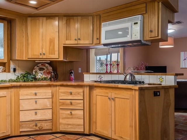 008_Kitchen.jpg