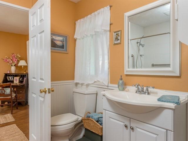 017_Bathroom 2.jpg