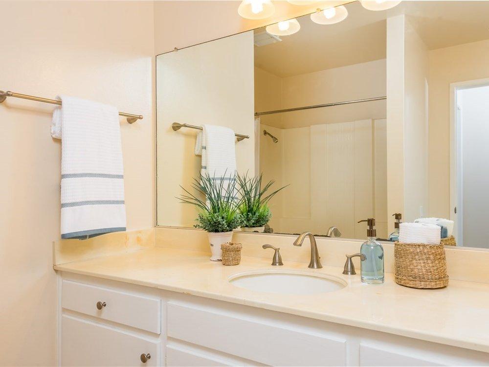 019_Bathroom.jpg