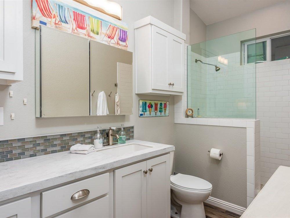 013_13-Master Bathroom.jpg