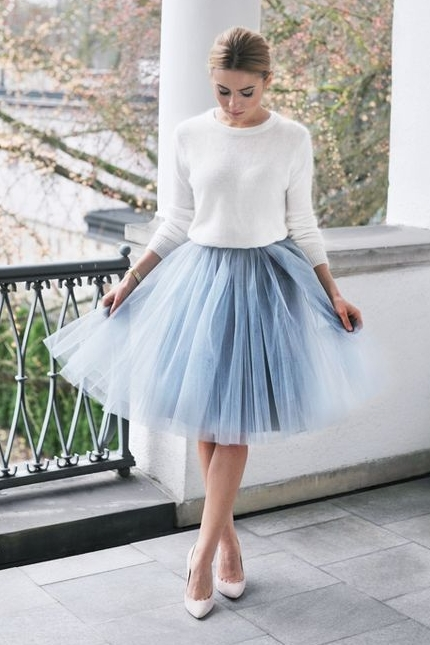 Photo source: http://www.weddingpartyapp.com/blog/2014/12/02/20-gorgeous-winter-wedding-guest-style-ideas-tulle-skirts-statement-dresses/