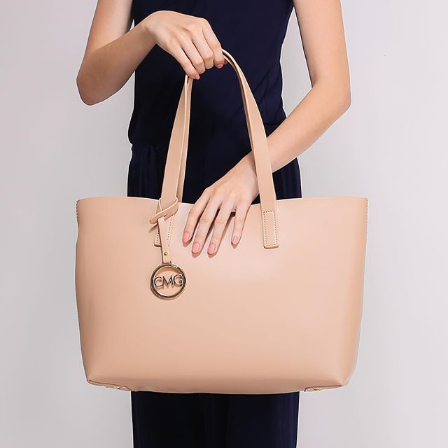 Getting ready for the day with a tote that fits all the essentials. #cmgph