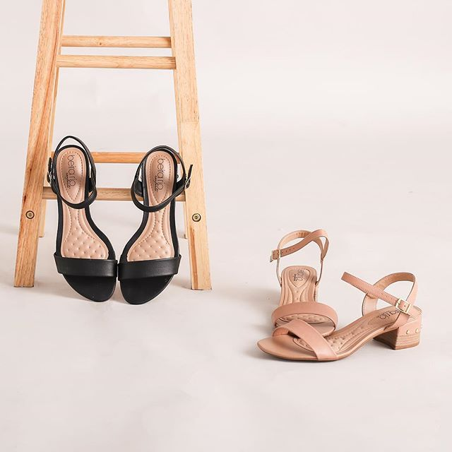 For days when you can't decide between heels or flats, go for a pair of mid block heels. #cmgph