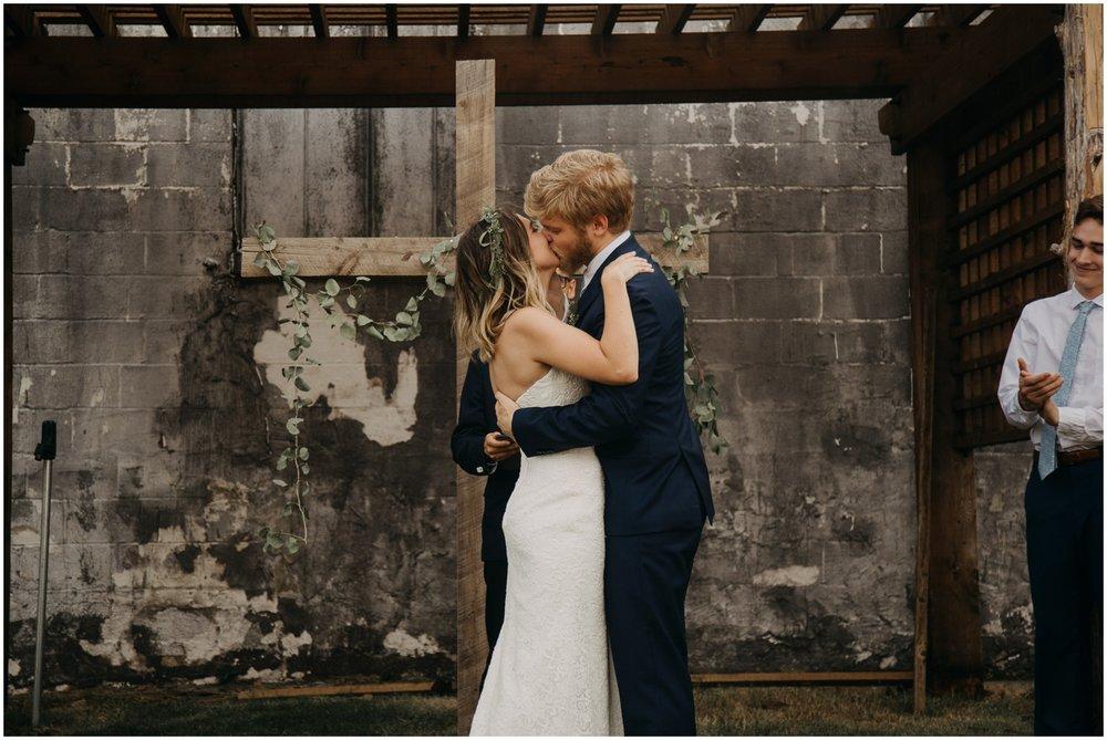 Loflin_Yard_Memphis_Wedding_Photographer_0144.jpg