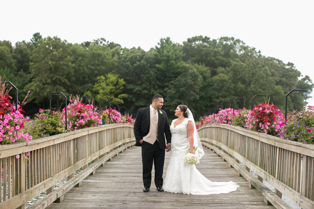 Trapper's Turn Golf Course - Aside from being a great place to have your wedding, let's talk about how perfect golf courses are for photos. If you really want to stand out this is the ideal scenery for you.Photography: Kendra Oxendale