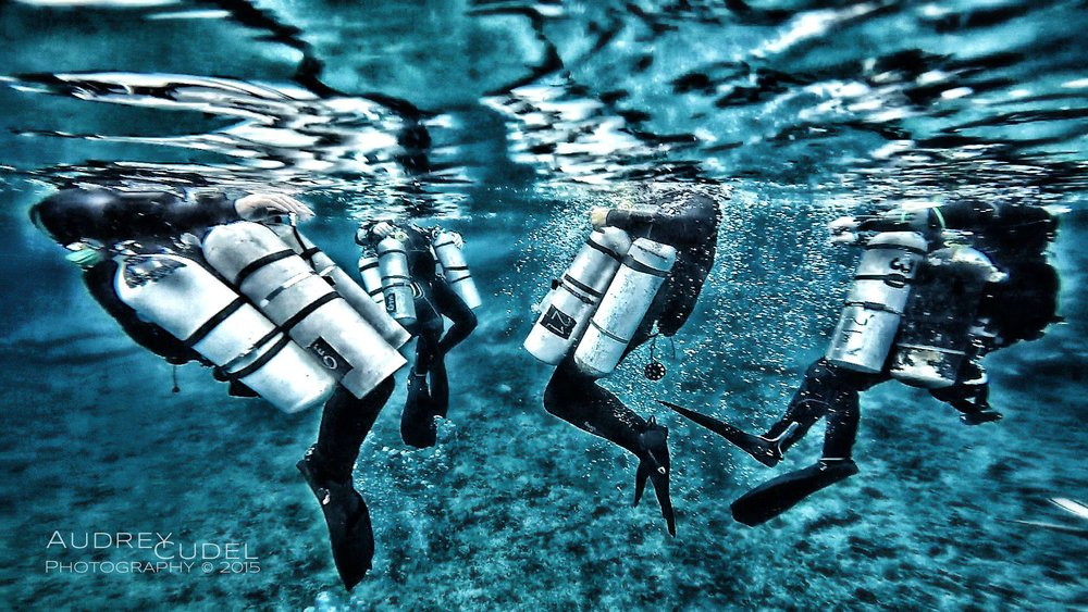 Sidemount divers performing surface equipment matching and checks before a decompression dive