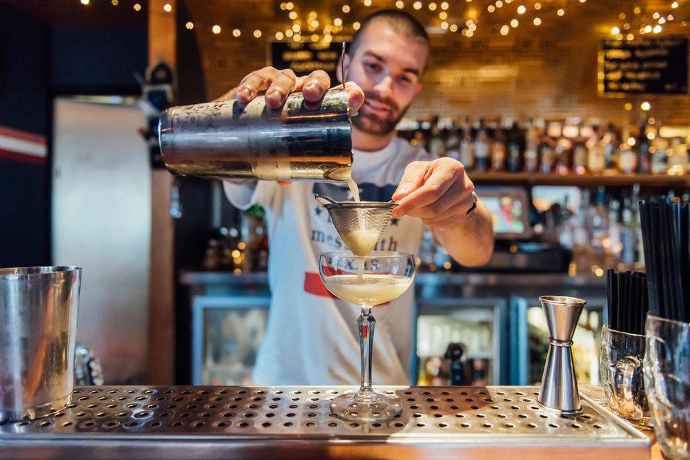 Darlo Bar - Making Drinks 3