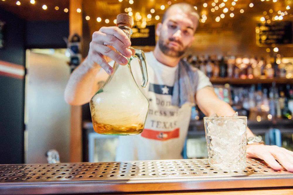 Darlo Bar - Making Drinks 4