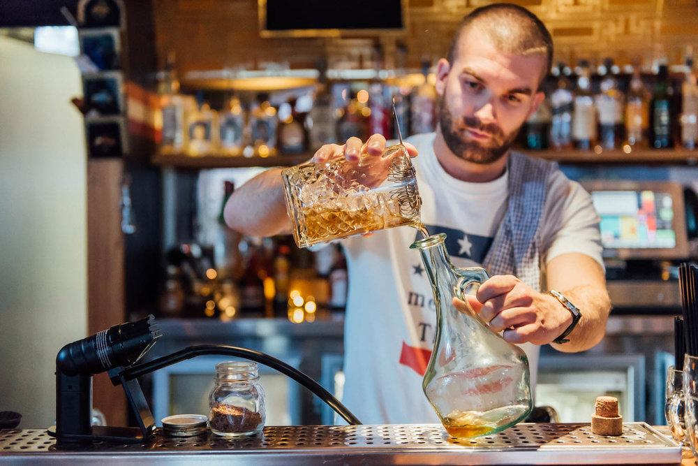 Darlo Bar - Making Drinks 2