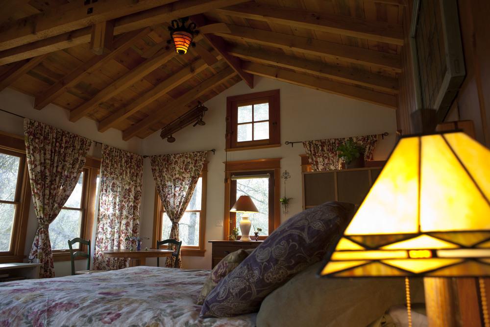Cabin Int 1.jpg