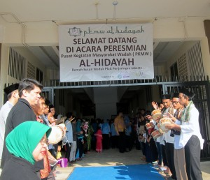Guests welcomed to the inauguration of PKMW Al-Hidayah in Muara Baru, Penjaringan, North Jakarta