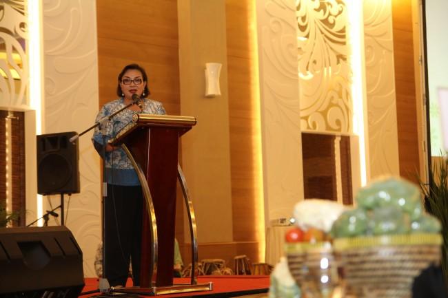 Pembina Yayasan Wadah, Ibu Anie Hashim Djojohadikusumo, menyampaikan sambutannya dalam acara ulang tahun Yayasan Wadah ke-6 di Hotel Js Luwansa, Kuningan jakarta (18/1)