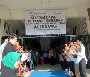 Marawis dalam penyambutan tamu dalam acara peresmian PKMW Al-Hidayah Rusunawa Muara Baru, Penjaringan, Jakarta Utara