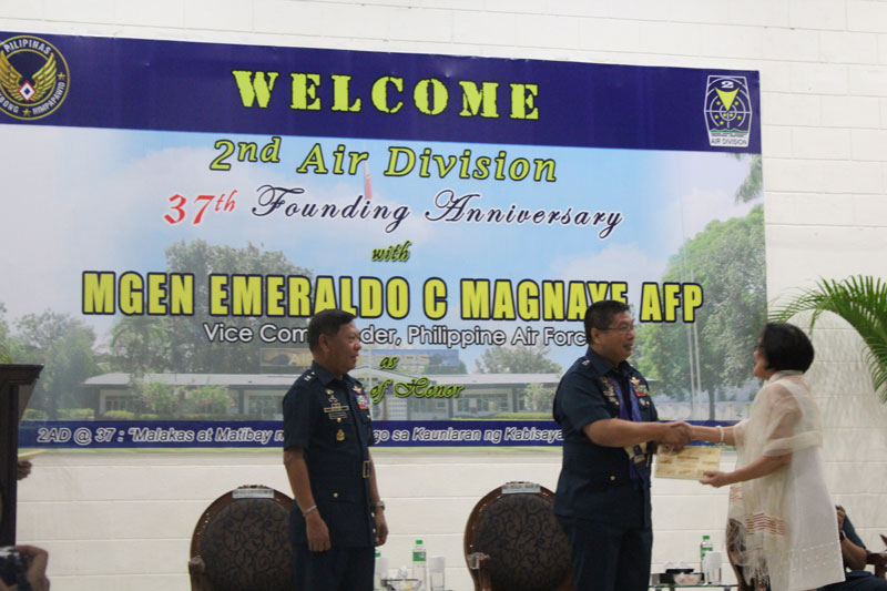 Tina Ferreros of Wadah Philippines receiving the award from Major General Emeraldo Magnaye