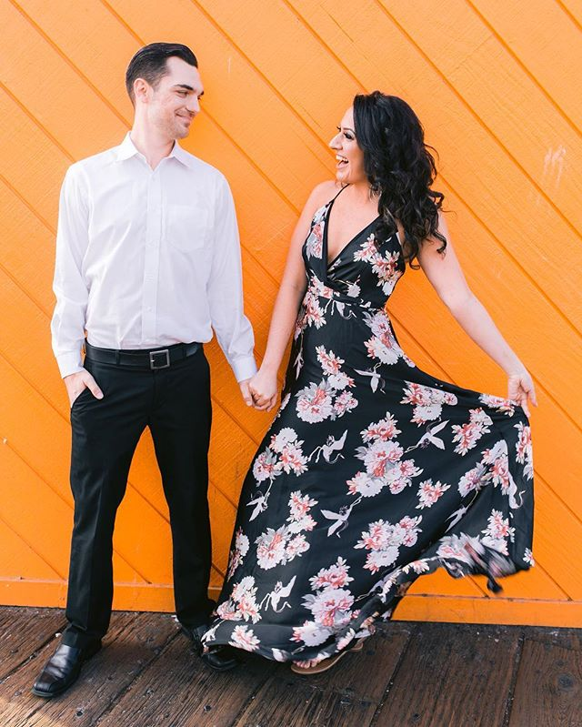 🍊Orange you glad I posted this amazing couple! Great job @elizabethburgiphotography capturing this couple's dynamic personality! #slaila 🔥