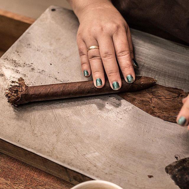 #thecigarbook #thecigar #cigar #cigars #cigarlife #cigarculture #cigarsociety #cigarporn #cigarlover #cigarsnob #cigarsmoker #cigarlounge