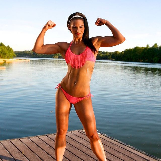 We are crushing hard today on @samshorkey AKA Miss Hot Shit Fitness AKA Miss (Dairy-free) Cheese Grater Abs AKA World's First Ever Vegan WNBF Bikini Pro. Get it girl!! 💪🏽🌎🐮