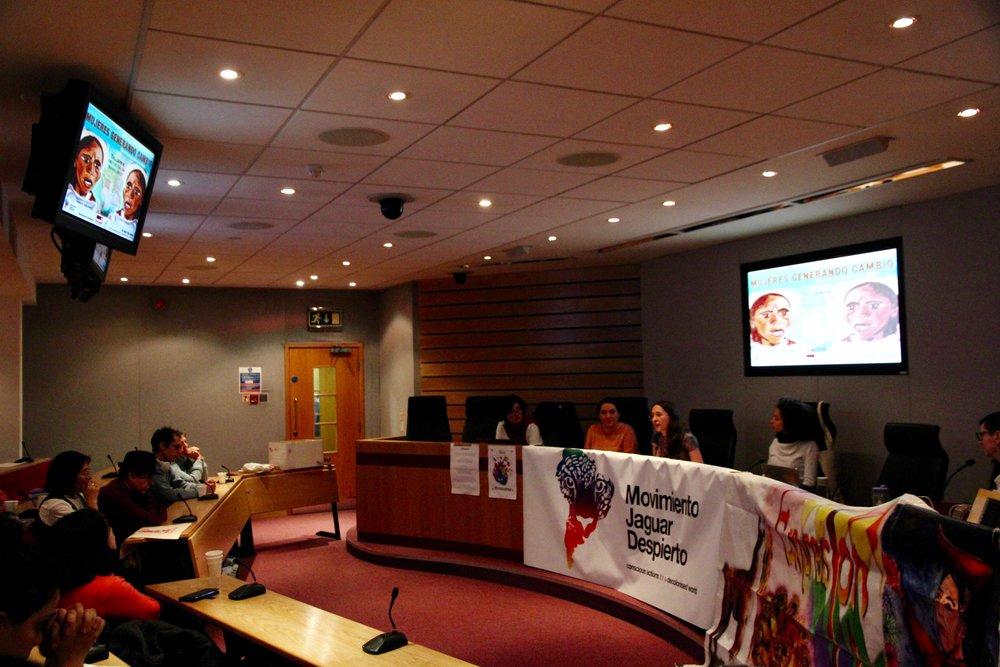 De izquierda a derecha: Margarita (Festival of Choice), Luz (Colombians in UK)Martina (Argentina Solidarity Campaign/ Ni Una Menos), Teresa (Movimiento Jaguar Despierto), María (London Mexico Solidarity) Photo Credit: María Faciolince