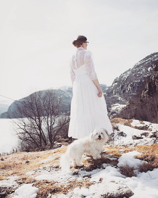 God søndag frå Oldemors! #Trina #vintage #brudekjole #weddingdress #dress #bryllup #winter