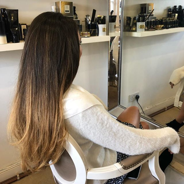 Had the lovely @ciarajanson in for her usual wash and blow this morning 💆🏽‍♀️ Always a pleasure 💙 . . . . #stylist #hotd #longhair #washandblow #blowdry #luxuryhaircare #setfortheweek #oribe #oribesalon #cobham #blowdrybar #salon #love #hair #happyclients #weekendhair #oribeobsessed #oribehair #indulge