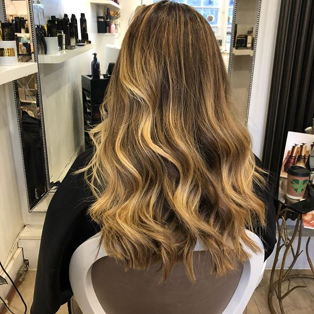 Time to inject some life back into your hair!?! Swipe left to see the before! . . . #revitalise #refresh #hairlove #hairstylist #balayage #cutblowdry #haircolor #surreysalon #themedicinegarden #cobham #loveyourhair #luxuryhaircare #ohsococo #colourist #loreal #styled #ghdplatinum #oribe