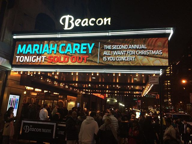 CHILDHOOD DREAMS COME TRUE!!! @mariahcarey #beacontheater #nyc #girlsanta #christmas