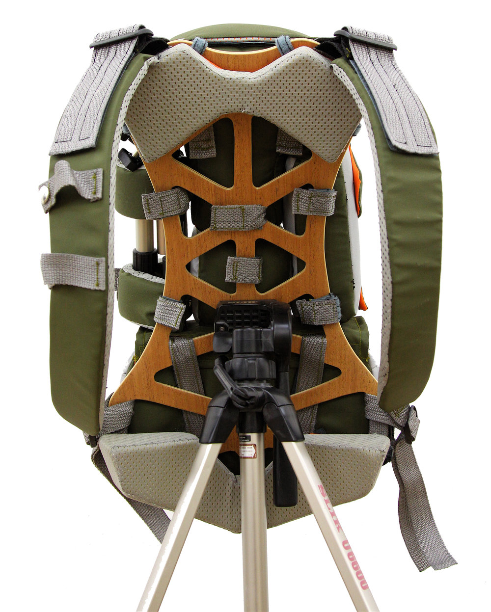 LATTIX FRAME - The Lattix frame is the heart of the modular pack system. Utilizing a single, central tripod mount that is accessible from both sides, the pack is mountable in various orientations for maximum efficiency.