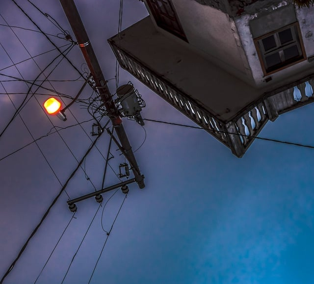 Cuetzalan, 2014.   ...que son las mismasque para ser un alpinista. *   El mundo de atrás quedaba abolido por la escalera misma ... [...]  Bébase el cielo que le cae en plena cara, desde su inmenso embudo. A lo mejor después, cuando gire en redondo y entre en el piso alto de su casa, en su vida doméstica y diaria, comprenderá que también allí había que mirar muchas cosas en esa forma...