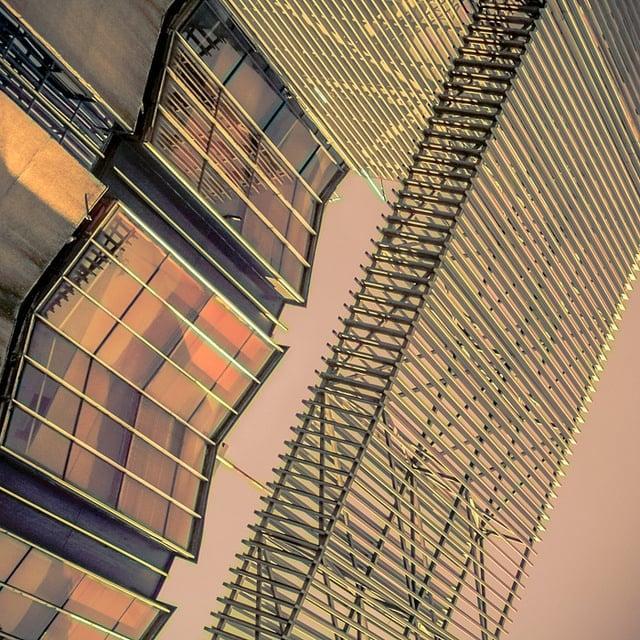 """Ciudad de México, 2011.    """"We float... Take life as it comes.""""  --PJ Harvey  """" Piensas que no importa caer eternamente si se logra escapar. ¿No ves que vas cayendo ya? """""""