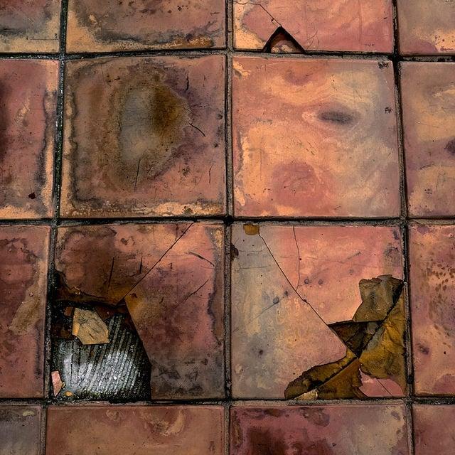 """Morelia, 2014.  """" La coincidencia de nombre entre el pie y el pie hace difícil la explicación. Cuídese especialmente de no levantar al mismo tiempo el pie y el pie. """"  ¿Qué has hecho con mis pies?  ( Ka - buuuu - mmm ! ) Abra su paracaídas y déjelo volar. * """"The coincidence of names between the foot and  """"the foot""""  makes the explanation more difficult. Be especially careful not to raise, at the same time, the foot and  """"the foot.""""""""  What have you done with my feet? ( Ka - boooo - mmm! ) Open your parachute and let it fly."""
