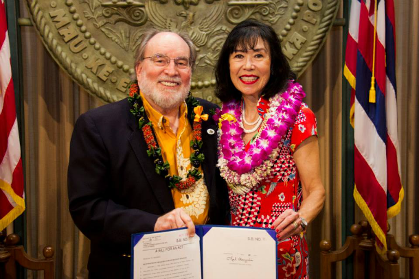Hawai'i Governor Neil Abercrombie (left) with Korematsu Institute Executive Director Karen Korematsu. Photo by Hawai'i of the Governor.
