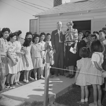 Propaganda photo from the War Relocation Authority. Mrs. Eleanor Roosevelt, accompanied byDillon Myer, National Director of the War Relocation Authority, visit the Gila River Relocation Center, where they were greeted by crowds of enthusiastic evacuees.