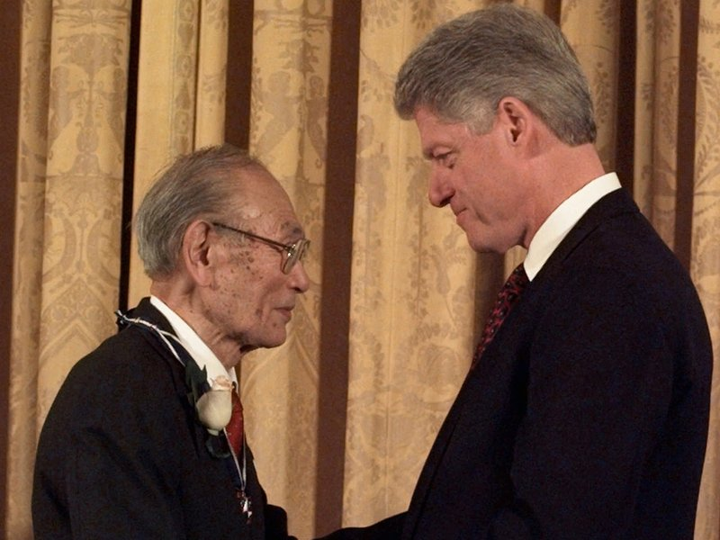 President Clinton presents Fred Korematsu with a Presidential Medal of Freedom during a ceremony at the White House Thursday, Jan. 15, 1998. Korematsu's legal challenges to civilian exclusion orders during World War II helped spur the redress movement for Japanese-Americans. (AP Photo)