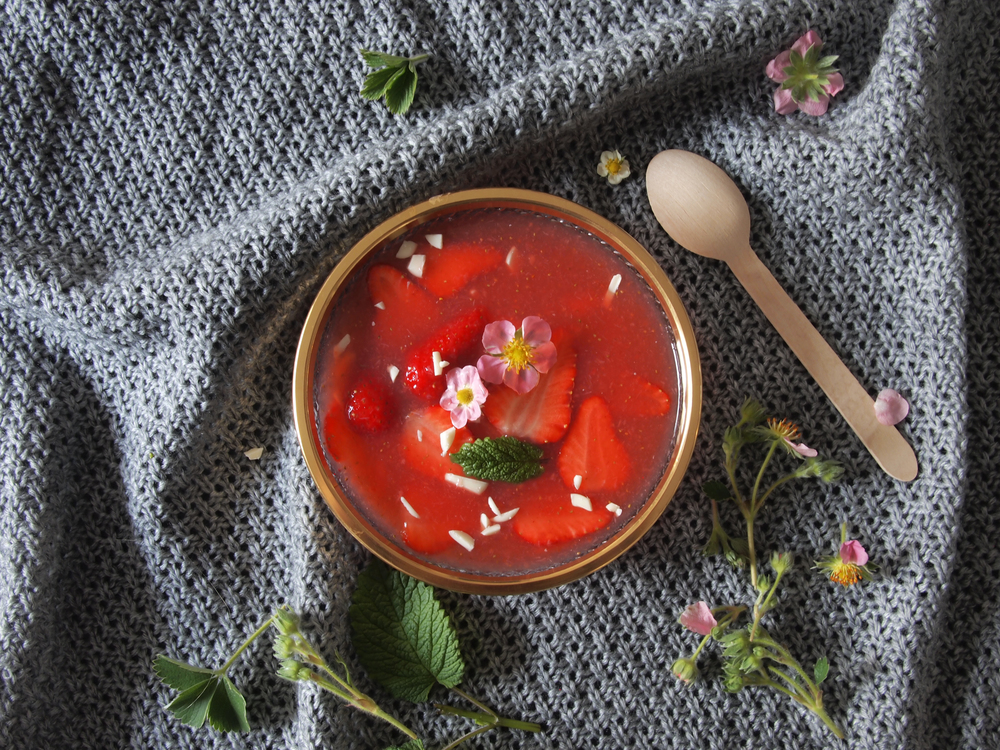 Cold strawberry soup with white chocolate